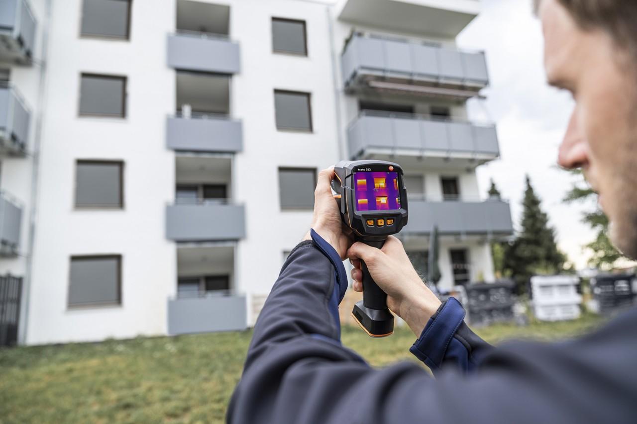 La nuova termocamera testo 883: un aiuto concreto per chi lavora nella consulenza energetica