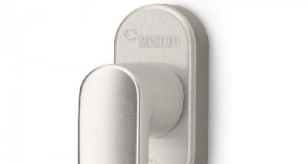 Design e sicurezza a portata di mano con le nuove maniglie per finestre REHAU