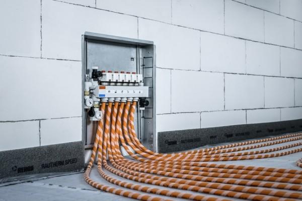 Compatto, veloce, sicuro: Rehau presenta il nuovo collettore polimerico HKV P SPEED