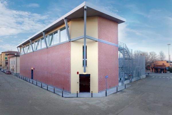 """Ricostruzione post terremoto in Emilia. La """"Casa dei giovani"""" progettata da Massimo Iosa Ghini."""