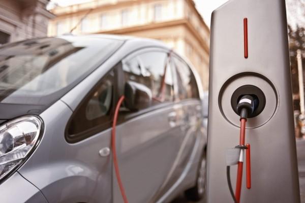 Colonnine per la ricarica delle auto elettriche, quando si può pagare l'imposta con aliquota agevolata?