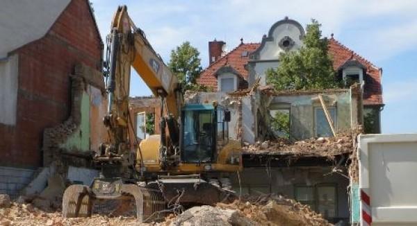 Diritto all'abitazione, ordine di demolizione e abuso per necessità