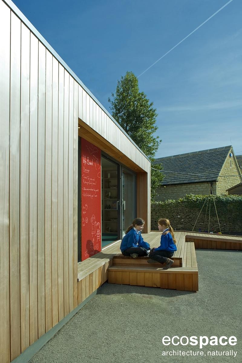 Aule Scolastiche - Aula scolastica Ecospace a copertura piana – rivestimento in cedro – tetto giardino – completa di impianto termico ed elettrico - configurazione con o senza blocco servizi