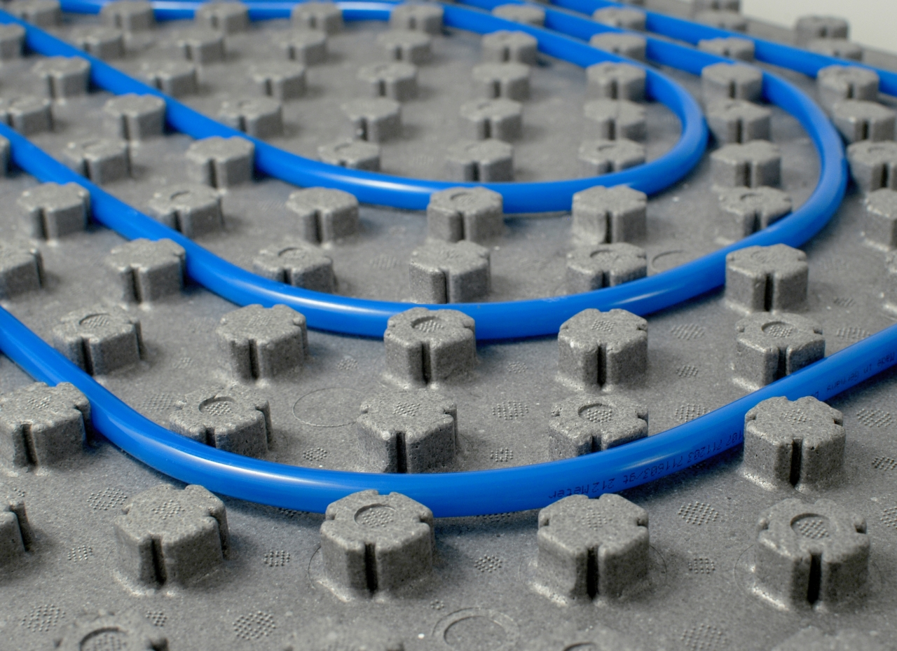 Sistema Super D - L'innovativo pannello Super D di RDZ nasce dalla necessità di minimizzare l'inerzia termica e contenere gli ingombri dell'impianto radiante. Realizzato in polistirene sinterizzato con grafite, è caratterizzato da elevata resistenza meccanica e disponibile in un'ampia gamma di spessori per risponde a molteplici esigenze progettuali. La capacità di garantire rendimenti elevati anche con ingombri ridotti, lo rende particolarmente indicato negli interventi di ristrutturazione edilizia oltre che di nuova costruzione.