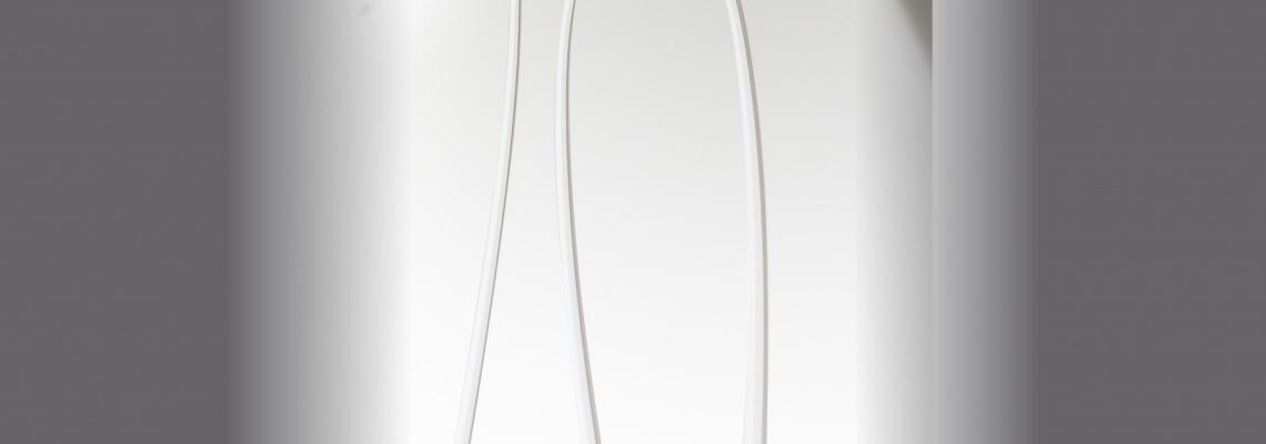 Stilidea - Linee Contemporanee - La libertà delle idee per uno stile originale  Linee ed Emozioni Le fresature dal disegno inusuale ed elegante creano suggestioni d'arredo innovative. Riflessi Satinati Le decorazioni sabbiate dei vetri ripercorrono linee di stile coordinate.