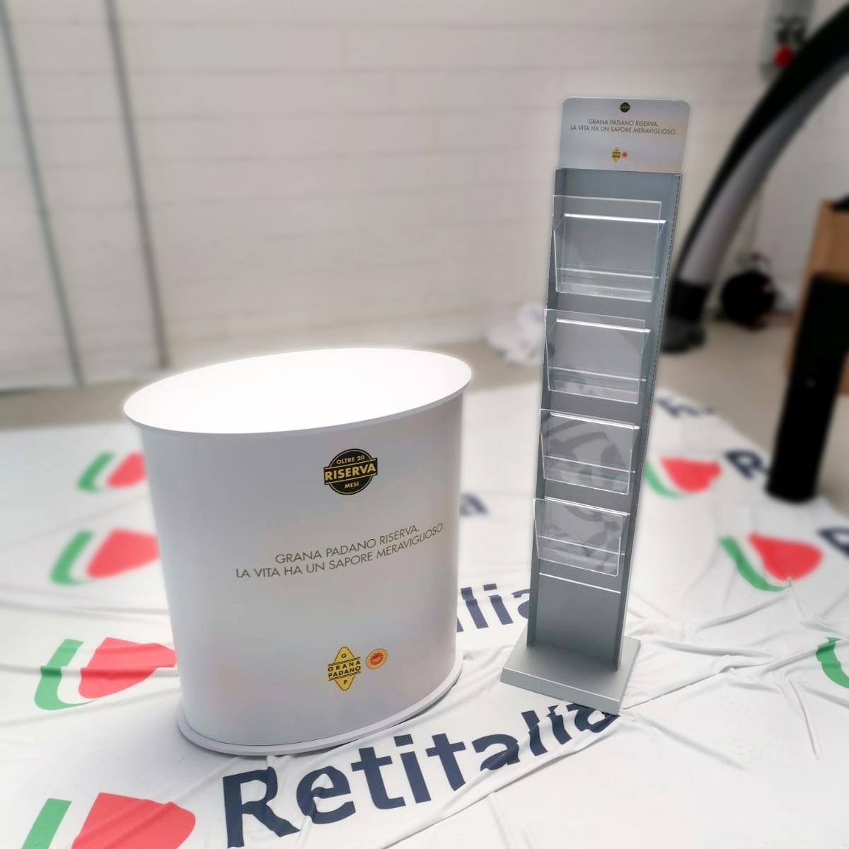 desk-ovale-e-portadepliant-torre-grana-padano-1-corretto