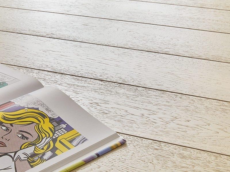 """Collezione Antille - Antille della Collezione """"Gli Arcipelaghi nel Mondo"""" è un parquet verniciato in formato plancia DA 190X1900 mm. Si tratta di un rovere 3 strati, adatto anche per la posa flottante, disponibile in 4 colorazioni dalle tinte estremamente contemporanee e adatte all'abitare moderno. Il parquet Antille, proprio per le sue dimensioni, è il formato plancia per eccellenza e proprio per questa sua caratteristica si adatta anche ad ambienti di dimensioni importanti."""