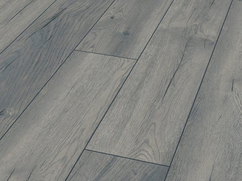 Collezione Exquisit - Exquisit è un pavimento che è nobile e naturale come il legno. È la perfezione stessa, irradia calore e comfort ed è piacevole da calpestare come un legno solido. La sua spazzolatura sincronizzata e la bellezza della superficie opaca gli conferiscono una struttura autentica e creano un'atmosfera calda e naturale. Inoltre, la bisellatura accuratamente fresata contribuisce ad esaltare la dimensione e la struttura della doga.