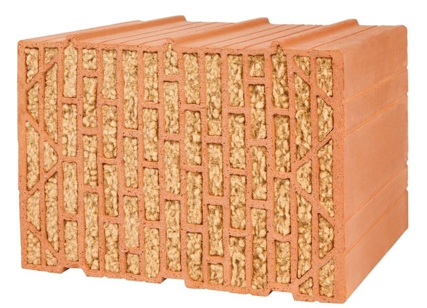 SILVACOR – IL MEGLIO DEL LATERIZIO E DEL LEGNO - UNIPOR SILVACOR è il mattone in laterizio di nuovissima generazione con materiale isolante integrato ricavato da materie prime rinnovabili al 100%. Il materiale isolante naturale incorporato in esso consiste in fibre di legno di conifere di assoluta purezza varietale. L'impiego di queste fibre di legno altamente termoisolanti permette di rispettare ampiamente l'ambiente e le risorse naturali, assicurando un clima abitativo sano e particolarmente sostenibile. Proprietari di case che optano per una muratura massiva realizzata con i mattoni UNIPOR SILVACOR hanno un doppio vantaggio: permettono di costruire muri perimetrali con un buon livello di isolamento acustico (47 dB) ed un'elevata portata statica, poi le fibre di legno di conifere che sono incorporate in essi assicurano un isolamento termico eccellente, ecologico ed un involucro che rispetta le risorse naturali. Grazie all'insieme di tali proprietà questo materiale da costruzione per murature costituisce una soluzione particolarmente sostenibile, naturale ed efficiente per costruire pensando al futuro. I mattoni UNIPOR SILVACOR sono dotati di caratteristiche eccellenti in termini di fisica edile: regolano l'umidità negli ambienti e proteggono dall'elettrosmog creando un clima abitativo naturale. Con questi mattoni in laterizio vi assicurate un clima abitativo e lavorativo sano e confortevole. Da sempre l'uomo costruisce edifici con i due materiali da costruzione più antichi del mondo: il laterizio e il legno. Per la loro stessa natura, queste materie prime sono del tutto prive di sostanze chimiche. Per questa ragione il mattone UNIPOR SILVACOR ed il materiale integrato in esso sono perfettamente riciclabili e rappresentano un contributo attivo alla protezione dell'ambiente. Oggigiorno un ambiente abitativo sano e confortevole con la protezione del clima sono attualmente i criteri più importanti quando si costruisce una casa, si tratta, infatti di avere una buona qu