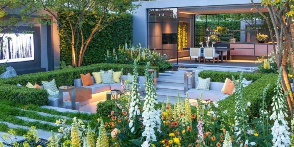 Progettazione del verde - L'attenzione verso il paesaggio e, più nel dettaglio, verso il giardino in ambito privato e le aree verdi in ambito pubblico, ha assunto un'importanza sempre più preponderante negli ultimi decenni all'interno della progettazione di soluzioni architettoniche in grado di coniugare l'edificio con gli spazi esterni.  Il professionista è quindi sempre più spesso chiamato ad operare scelte paesaggistiche di diversa portata, capaci di garantire un equilibrio tra scelte architettoniche, spazi esterni fruibili e paesaggio preesistente. Questo corso si pone pertanto l'obiettivo di fornire ai professionisti gli strumenti basilari per affrontare la progettazione di ambiti privati (come i giardini ed i terrazzi) e di ambiti pubblici (dall'oasi naturalistica al parco giochi urbano). Obiettivi e destinatari del corso  Partendo da un'introduzione pensata per acquisire le nozioni fondamentali relative al paesaggio ed al giardino, il corso approfondisce gli aspetti essenziali della progettazione di uno spazio verde, senza tralasciare gli aspetti tecnici basilari (censimento, rilievo, rappresentazione grafica e scelte tecniche). Il professionista potrà in questo modo arricchire le proprie conoscenze architettoniche accompagnandole con un sapere tecnico relativo agli aspetti botanici, le possibilità di progettare in modo ecosostenibile e di affrontare diversi livelli di progettazione del verde. Tutte le lezioni costituiscono un excursus che tocca le diverse aree di intervento in architettura paesaggistica, e sono corredate da un ampio apparato di casi ed immagini, pensato per facilitare l'apprendimento delle nozioni essenziali attraverso l'utilizzo di esempi tratti da realtà paesaggistiche note a livello internazionale e nazionale.  I destinatari del corso sono architetti, ingegneri, e geometri, nonché professionisti dell'ambito dell'edilizia che vogliano approcciarsi al mondo della progettazione del verde e cercano gli strumenti basilari per affrontarla sia i