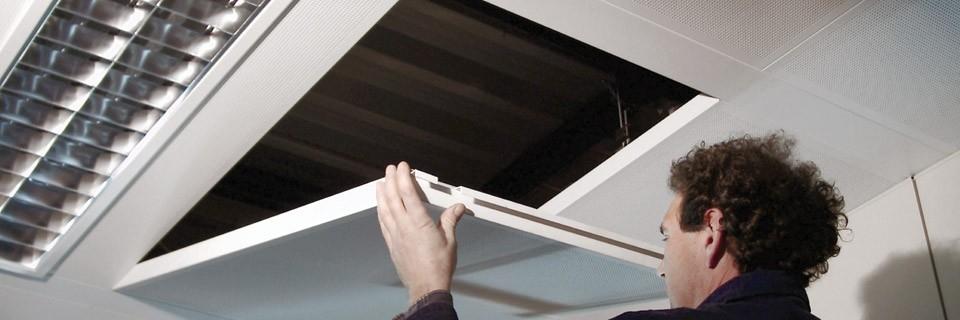 Metal Dry - METAL DRY è un sistema radiante modulare a soffitto ideato per ottenere il massimo comfort abitativo. La sinergia tra l'elevata efficienza, il massimo comfort ed un consumo energetico ridotto fa di METAL DRY una soluzione tecnologica all'avanguardia indirizzata a ottenere la migliore classe energetica dell'edificio. Il pannello modulare METAL DRY è costituito da due fogli sovrapposti di alluminio puro al 99,7% canalizzati utilizzando una tecnica di giunzione che sfrutta un processo di laminazione e gonfiaggio. All'interno della canalizzazione circolerà il fluido scambiatore. Grazie all'elevata conducibilità termica dell'alluminio, il pannello METAL DRY garantisce il 100% di scambio primario. E' adatto per qualsiasi applicazione sia in riscaldamento invernale che in raffrescamento estivo.