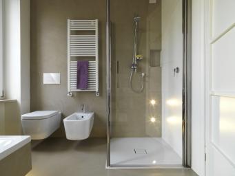 bagno moderno con cassetta eco rapido e placca linea
