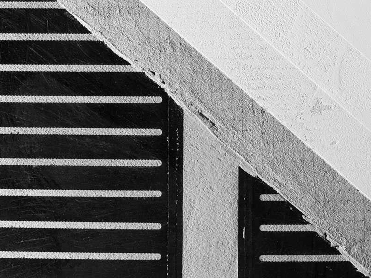 Caldobenessere Strip - L'innovativo sistema di riscaldamento ecologico che porta il caldo del sole nella tua casa o nella tua impresa  L'innovazione nel settore del riscaldamento realizzata attraverso prodotti e superfici radianti ad alto contenuto tecnologico. CALDOBENESSERE soddisfa l'esigenza di coniugare la tecnologia all'effetto estetico con massimo confort e bassissimo spessore, garantendo un elevato rendimento nei pavimenti, rivestimenti e complementi d'arredo.  Gli elementi automodulanti consumano solo il quantitativo di energia necessario a mantenere la temperatura ad un livello ideale. Il mantenimento in continuo di una temperatura uniforme garantisce una maggiore efficienza rispetto a un sistema con cicli di accensione e spegnimento.  Il sistema CALDOBENESSERE non richiede l'istallazione del contatore del gas, di caldaie, di collettori, di valvole di zona, canne fumarie e tubazioni del gas. Riduce i tempi di istallazione, non necessita di alcuna manutenzione annuale, consentendo un notevole risparmio economico nel rispetto del protocollo di Kyoto.  La nostra tecnologia di riscaldamento utilizza lo stesso principio dei raggi solari, nella sola gamma FIR (Far InfraredRays) compresa tra i 6-14 micron, che si allinea perfettamente con gli spettri di assorbimento della nostra pelle.
