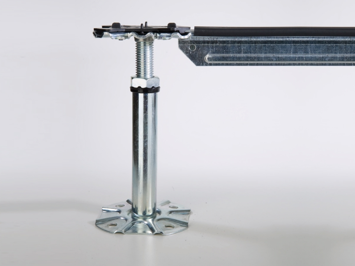 Struttura ST2 per pavimento galleggiante e flottante - Struttura per pavimenti sopraelevati composta da colonnine e traverse di collegamento in acciaio zincato con profilo nervato a sezione Omega 21x30 mm e spessore 1 mm.  Per carichi medi.