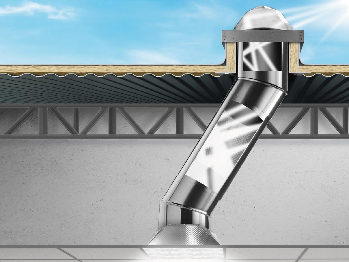 Solatube DS 160 - Il Solatube DS 160 ha un diametro di 250mm ed è ideale per piccoli spazi come corridoi, servizi igienici o ripostigli. Questo modello può essere applicato su qualsiasi tipo di copertura e in locali dove vi è un solaio, controsoffitto o può essere lasciato sospeso in mancanza di una controsoffittatura. Solatube DS 160 è una ottima soluzione per piccole aree ( inferiori a 12m²) e altezza dei locali di circa 3m/3.5m.  Questa tecnologia solare elettrica integrata genera e immagazzina energia per alimentare un segna passo notturno integrato. La luce naturale una volta trasportata viene diffusa negli ambienti interni con eleganti diffusori che consentono di diffondere la luce nei locali garantendo un ottimo confort visivo ed una estetica elegante. I Solatube possono essere abbinati a sistemi di oscuramento, ventilazione e illuminazione artificiale che consente di utilizzare il Solatube come punto luce anche durante le ore notturne.   I Solatube DS 160 & DS 290 sono sistemi di illuminazione naturale ( o più comunemente chiamati Lucernari Tubolari o Tunnel Solari ) sono stati studiati appositamente per illuminare ambienti residenziali e si adattano a qualsiasi tipo di applicazione rendendo i vostri ambienti più luminosi e perciò più accoglienti.  Solitamente il Solatube DS 160 illumina un ambiente di 12m² e suggeriamo di non superare i 7m di percorso, invece il Solatube DS 290 illumina un ambiente di 18m² e suggeriamo di non superare 10m di percorso. Le calotte di captazione del Solatube DS 160 & DS 290, oltre ad avere dimensioni differenti, integrano tecnologie per massimizzare la captazione della luce naturale e sono state studiate appositamente per adattarsi alle varie aree geografiche e massimizzare la captazione , anche in condizioni di scarsa illuminazione.   I nostri prodotti possono essere installati con scossaline specifiche su qualsiasi tipo di copertura e si adattano perfettamente a manti di copertura nuovi o già esistenti  I Solatube possono es