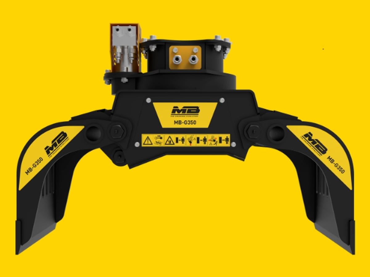 Pinza Selezionatrice MB-G350 S4 Crusher - Pinza Selezionatrice MB-G350 S4  Compatta e precisa  Compatta, versatile e precisa, la pinza movimentatrice MB-G350 lavora sui miniescavatori per la movimentazione tronchi, pietre, detriti, pali, posizionamento pietre per muri a secco, pulizia campi da ramaglie, etc.  Ha un'apertura delle chele molto ampia, quindi riesce ad afferrare e movimentare materiali anche di grandi dimensioni.  E' dotata di una valvola anticaduta del materiale, che garantisce massima sicurezza in cantiere ed è predisposta per l'installazione di un kit elettrico per la funzionalità a due tubi che le consente di lavorare con il movimento di rotazione a 360° anche con i miniescavatori che hanno solo due tubi.  Caratteristiche tecniche:  MODELLO MB-G350 PESO 85 Kg CAPACITÀ DI CARICO 0,03 m³ / 30Lt ROTAZIONE 360° PORTATA ROTAZIONE 5 l/min. PRESSIONE ROTAZIONE 150 bar PRESSIONE OLIO (APERTURA/CHIUSURA) 200 bar PORTATA D'OLIO (APERTURA/CHIUSURA) 15l/min.