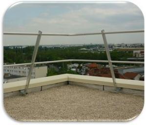Parapetto in alluminio con piastra di fissaggio in acciaio galvanizzato
