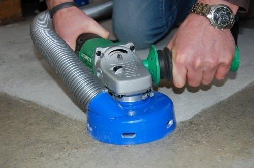 Attrezzature manuali BGV-125AV - Il modello BGV-125AV è una robusta e performante levigatrice manuale ideale per la preparazione di superfici sia in ambito professionale che domestico. Il manico antivibrazioni assorbe le vibrazioni rendendo questa attrezzatura più adatta all'uso quotidiano. Grazie alla cuffia di aspirazione flessibile e dal design particolare, la BGV-125AV non rilascia polveri quando connessa ad un adeguato aspiratore. Blastrac ha realizzato una gamma completa di levigatrici e tazze diamantate, per qualsiasi applicazione su qualsiasi tipologia di supporto.