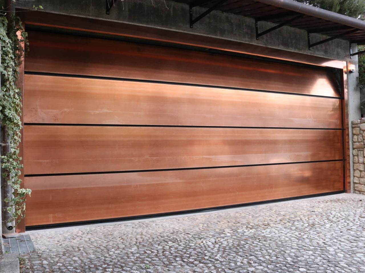 """Metal jewels - Grazie all'ampia disponibilità delle finiture in rame, ferro effetto """"rust"""" arrugginito, acciaio lucido, satinato o porcellanato e inox, la collezione Metal Jewels consente di arricchire la propria abitazione con giochi di luce e contrasti suggestivi per una nuova concezione dello spazio abitativo.  Concepire in modo rivoluzionario lo spazio della casa utilizzando il metallo, reinterpretarlo con creatività e stile. Metal Jewels offre soluzioni originali e innovative per arredare interno ed esterno. Acciaio lucido, satinato o porcellanato, alluminio, rame, ferro effetto """"rust"""", metallo lavorato, sono pronti a far scoprire un'idea del tutto nuova di casa."""