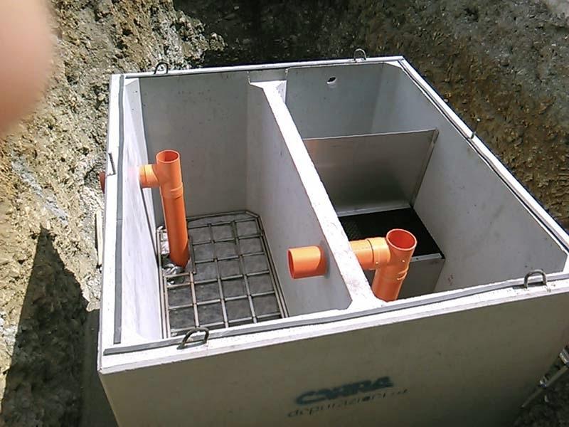 METEOFILTER Trattamento / affinamento in continuo di acque di scarico meteoriche contenenti oli minerali e benzine - Per il raggiungimento degli standard  depurativi più elevati nell'ambito del trattamento delle acque meteoriche, la soluzione più indicata è un processo di rimozione suddiviso nei seguenti stadi:  Sedimentazione,  Disoleazione,  Adsorbimento.  Quest'ultimo stadio, con un adeguato dimensionamento ed un'accurata scelta del materiale adsorbente, consente risultati compatibili con i valori più restrittivi richiesti dalla normativa vigente (scarico sul suolo secondo Tab. 4 D.Lgs.152/06). I parametri trattati sono COD, SST, Idrocarburi, metalli pesanti et al.  Ambito di utilizzo: Superfici intermodali,  Porti,  Aeroporti,  Aree stoccaggio materiali.