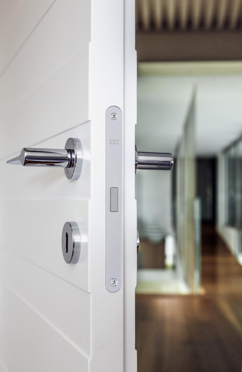 Polaris 2XT - Serratura a movimento magnetico, particolarmente indicata per porte interne dal design moderno e dalle linee essenziali, certificata al grado massimo.